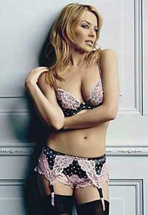 Kylie Minogue sexy navel exposing photo