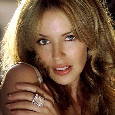 Kylie Minogue spicy pose hot photo