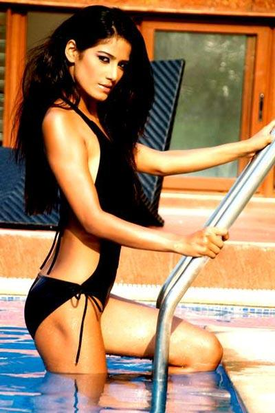Poonam Pandey swimsuit dress Picture
