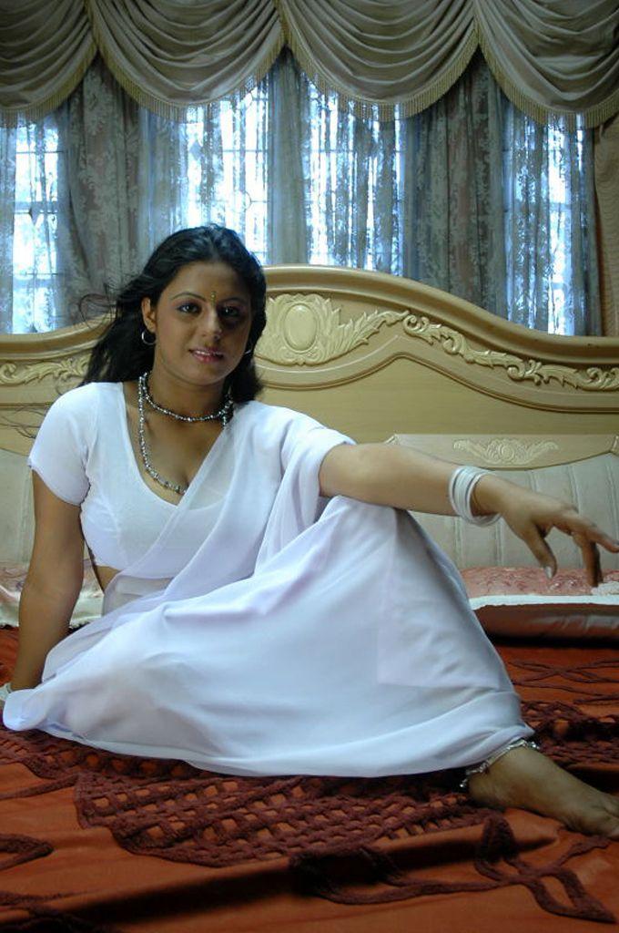 Sunakshi white saree hot photo