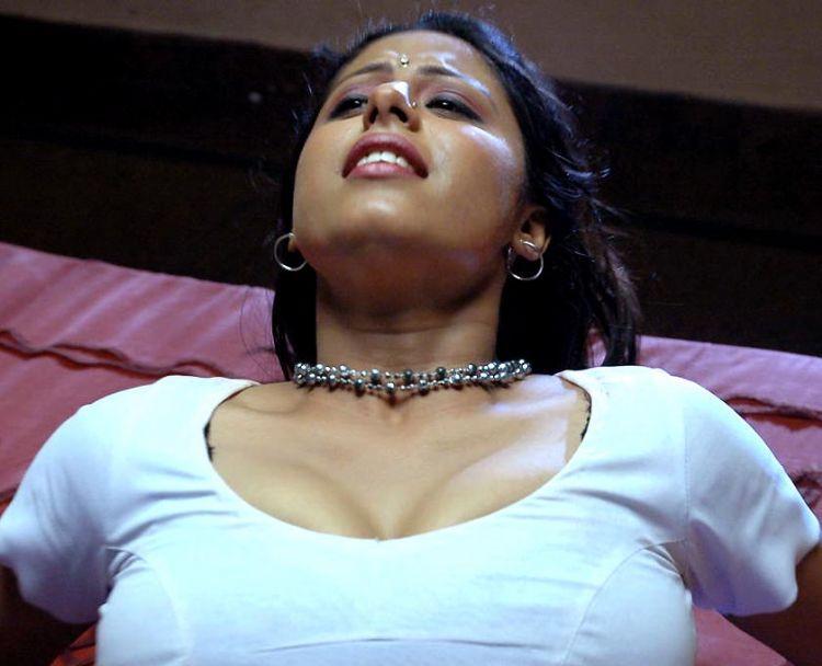 Sunakshi open boob pics