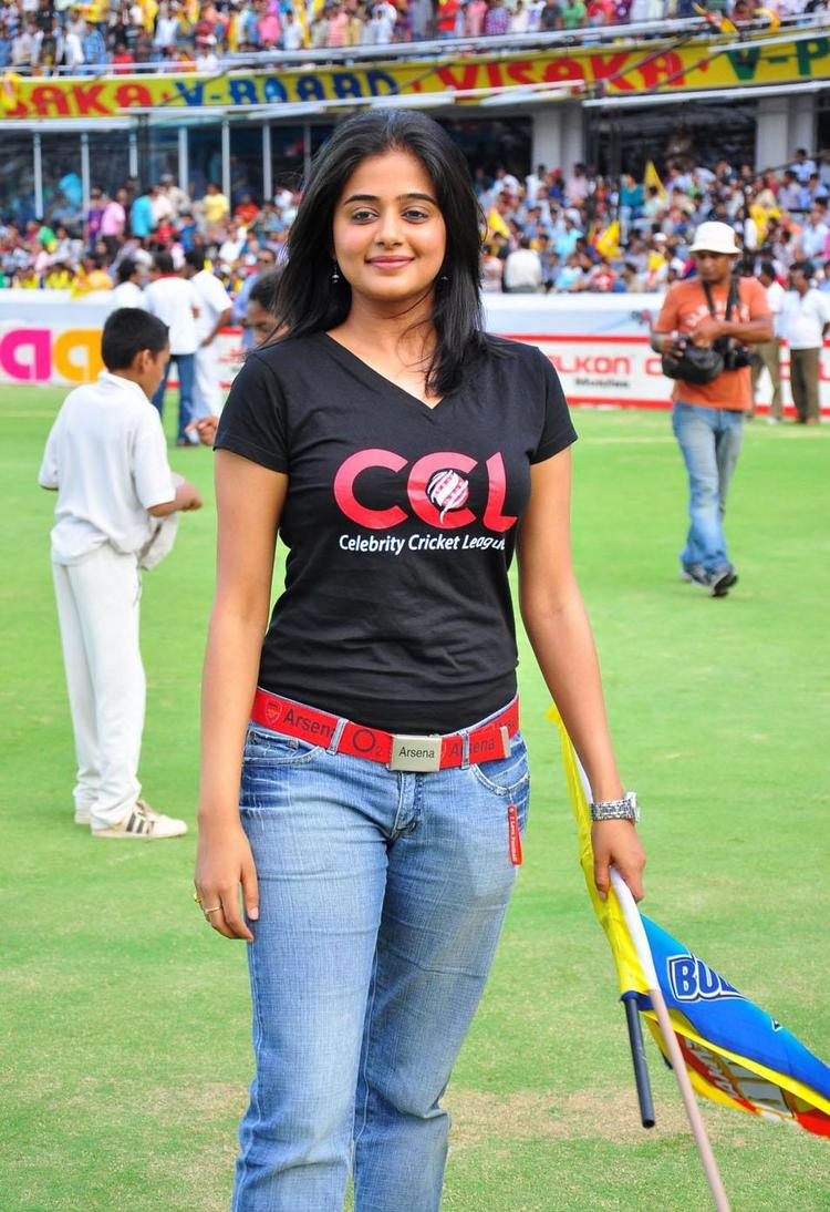 Priyamani with black t shirt and tight jeans still