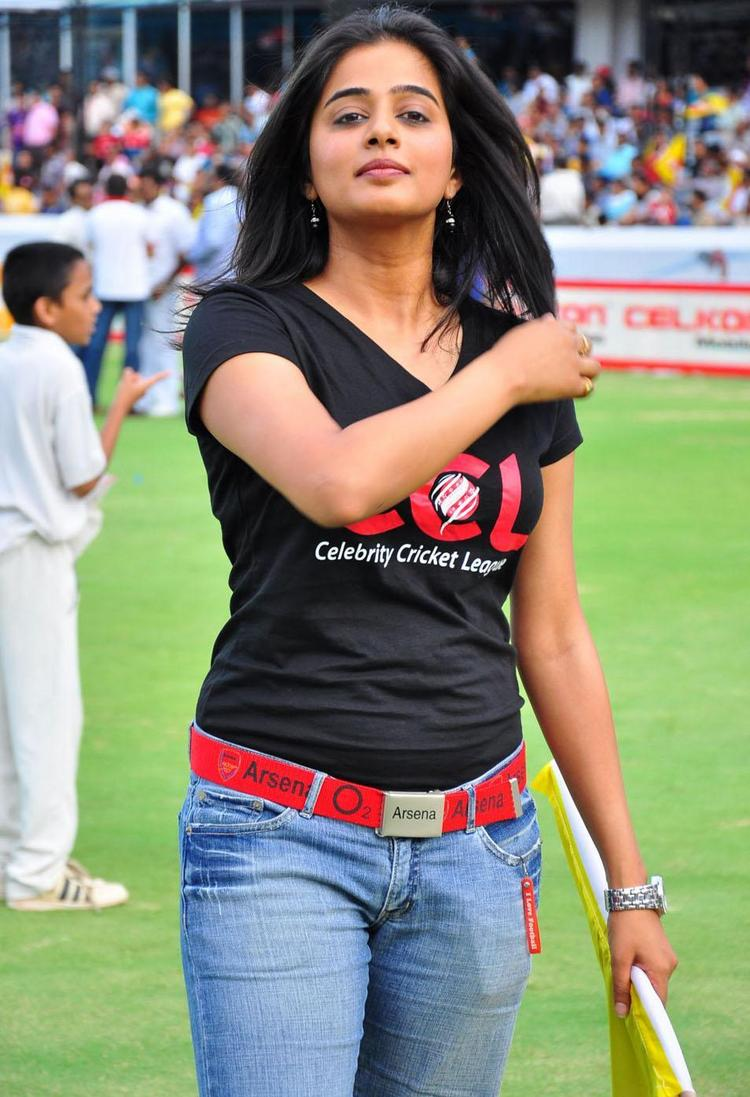Sizzling Priyamani At Celebrity Cricket League T Finals