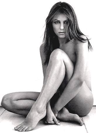 Elizabeth Hurley nude wallapper
