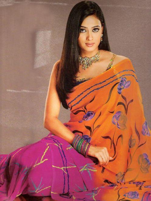 Shweta Tiwari hot in saree