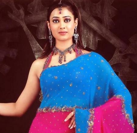 Shweta Tiwari looks beautiful in saree