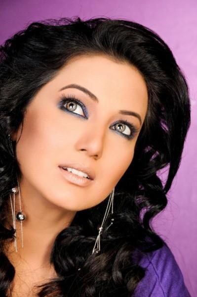 Mehwish Hayat smoky eyes wallpaper
