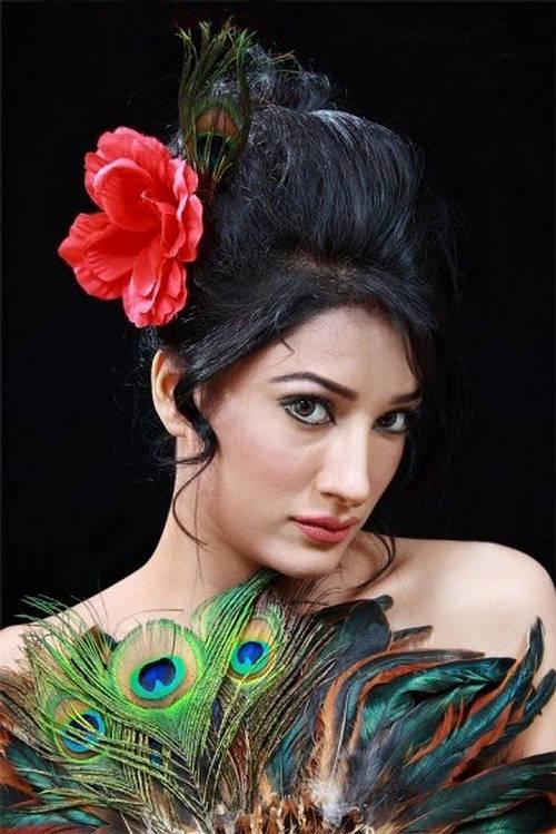 Mehwish Hayat Peacock look wallpaper