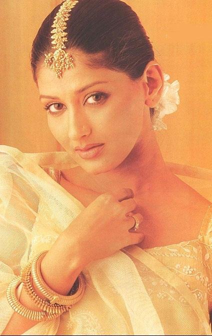 Sonali Bendre sexy look wallpaper