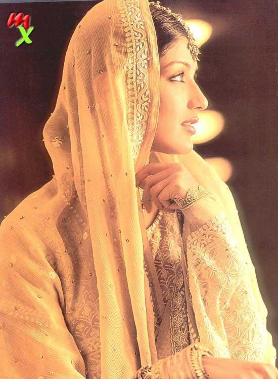 Sonali Bendre indian look wallpaper