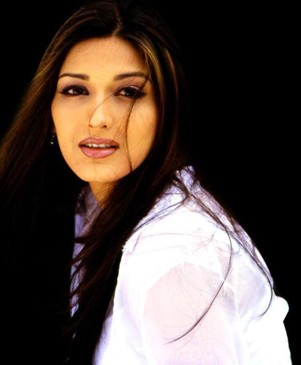 Sonali Bendre sizzling hot face wallapper