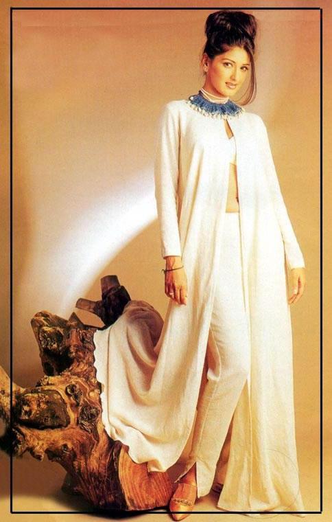 Sonali Bendre amazing dress wallapper