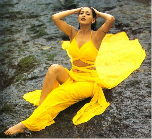 Sonali Bendre yellow color dress wallapper