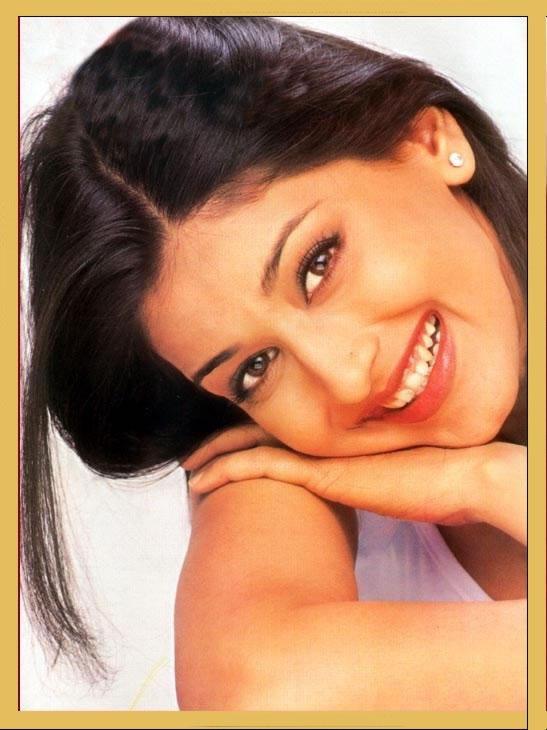 Sonali Bendre sweet smile wallpaper