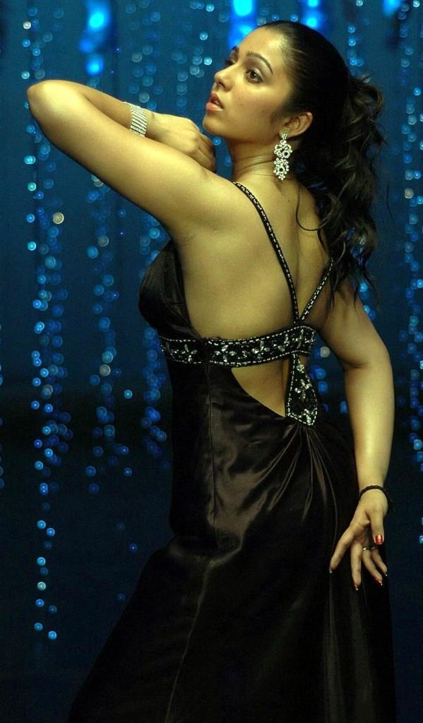 Charmi glamour dance still