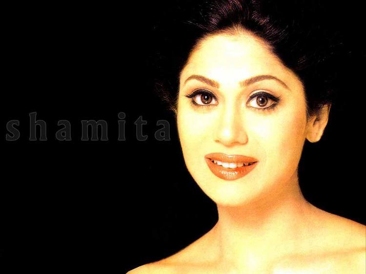 Shamita Shetty romantic face look wallpaper