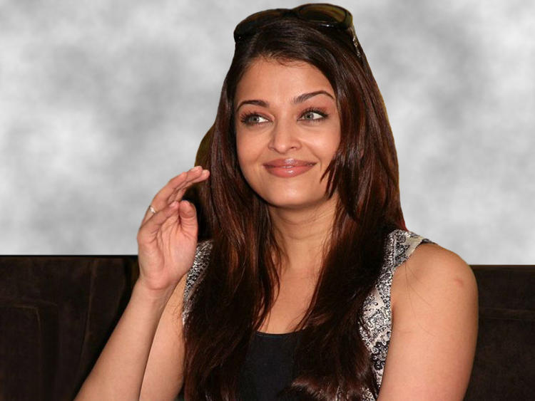 Aishwarya Rai sweet smile wallpaper