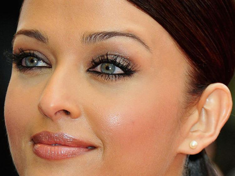 Aishwarya Rai Bachchan sexy eyes wallapper