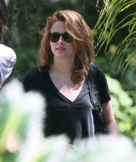 Kristen Stewart Stunning Hairstyle Pictures