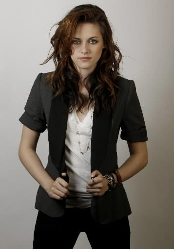 Kristen Stewart fulldress pics from twilight