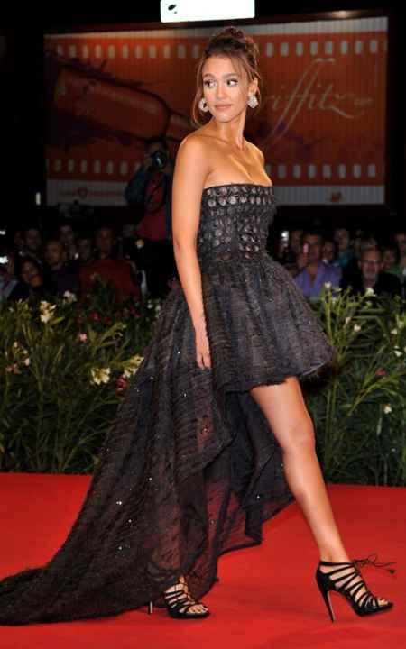 Jessica alba awesome still on red carpet