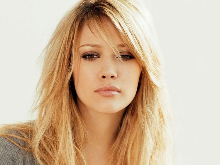 Hilary Duff  romantic look wallpaper