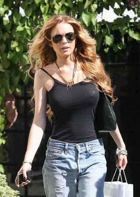 Lindsay Lohan brown hair latest pic