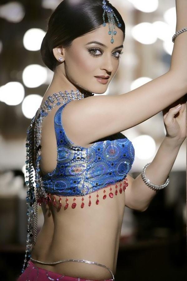 Mahi Vij Sexy Pose Photo Shoot