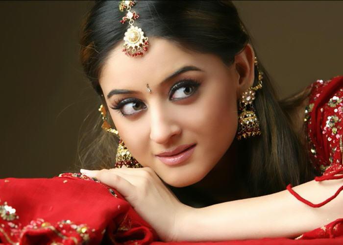 Mahi Vij Looking Very Beautiful
