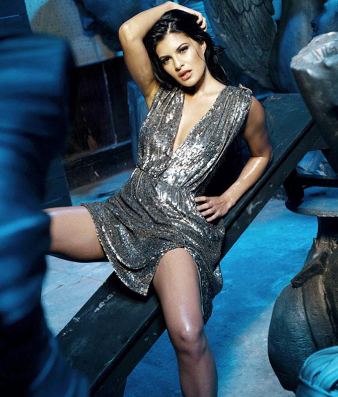 Jacqueline Fernandez black color dress glamor photo
