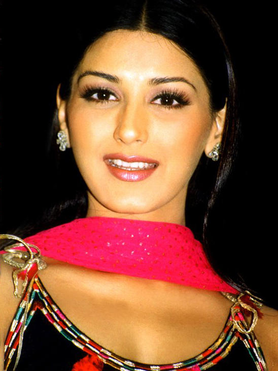 Sonali Bendre Cute Lips Wallpaper