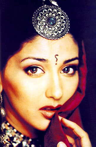 Sonali Bendre Indian Look Wallpaper