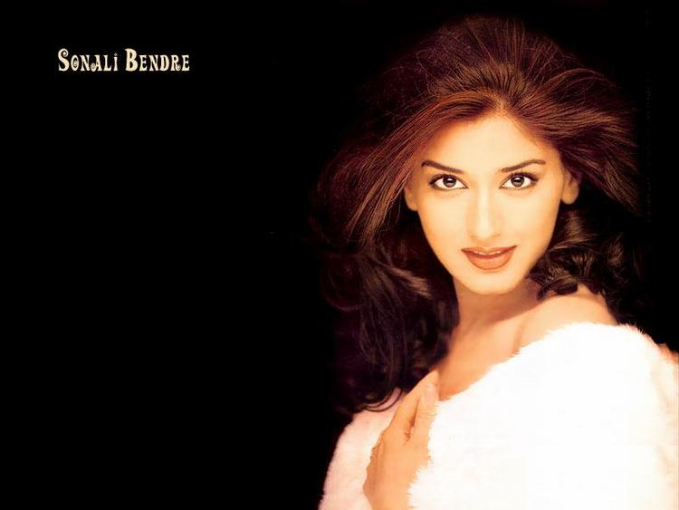 Sonali Bendre Awesome Look Wallpaper