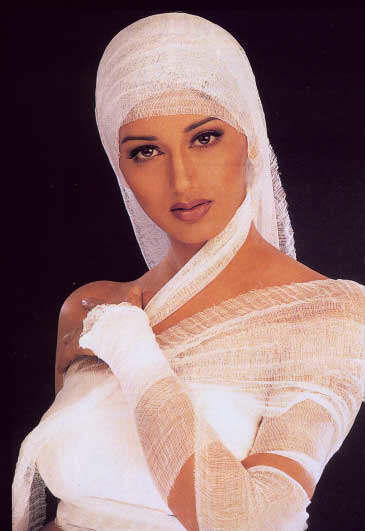 Sonali Bendre Amazing Dress Wallpaper