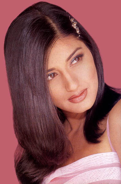 Evergreen Sonali Bendre Wallpaper