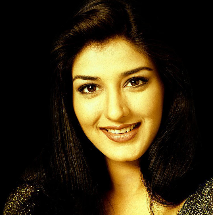 Sonali Bendre Beauty Smile Wallpaper