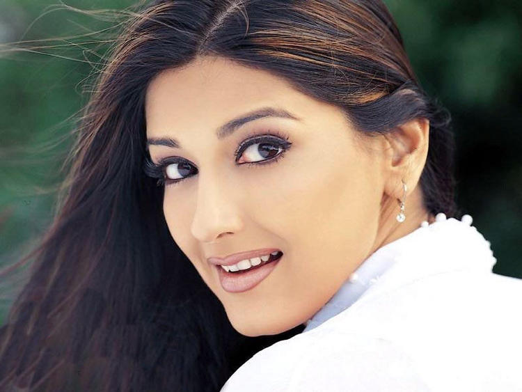 Sizzling Sonali Bendre Wallpaper