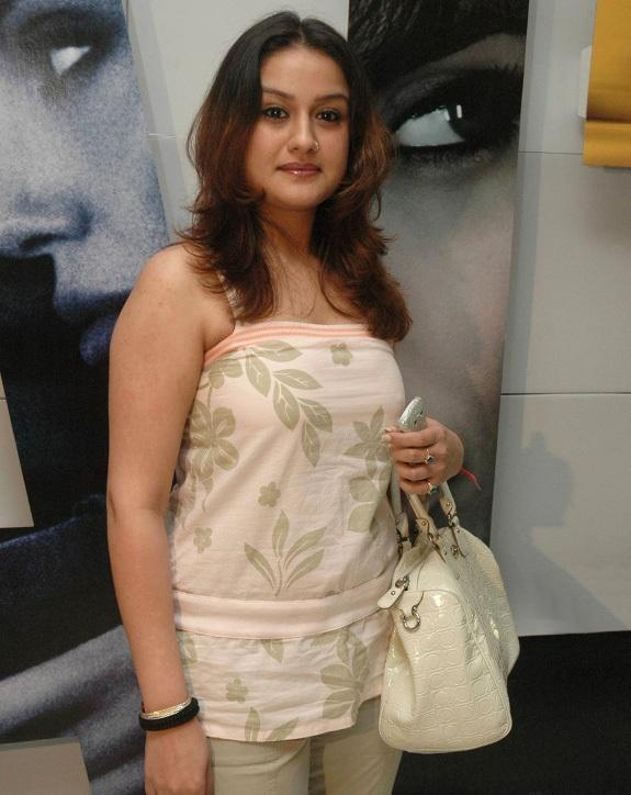 Sonia Agarwal Hair Style Pics