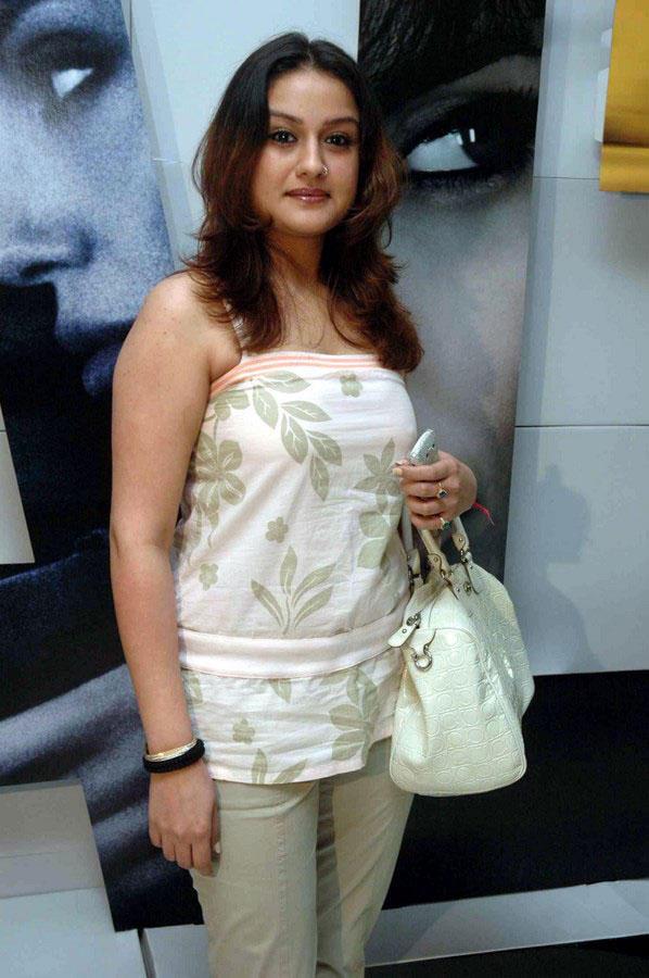 Sonia Agarwal Awesome Photo