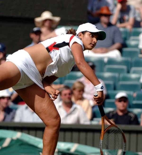 Sania Mirza Sexy Navel Pose Pic