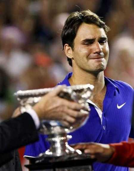 Roger Federer With Trophy