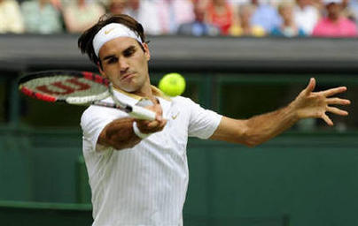 Tennis Star Roger Federer Playing Photo