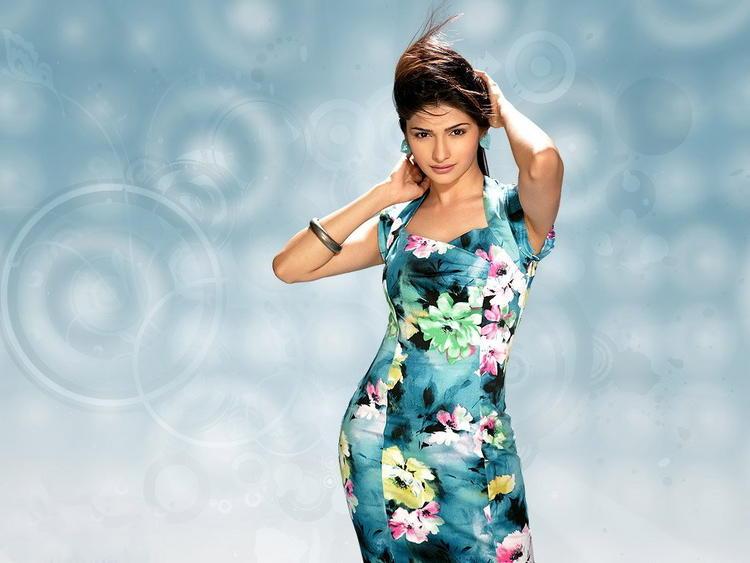 Prachi Desai Sexiest Pose Wallpaper