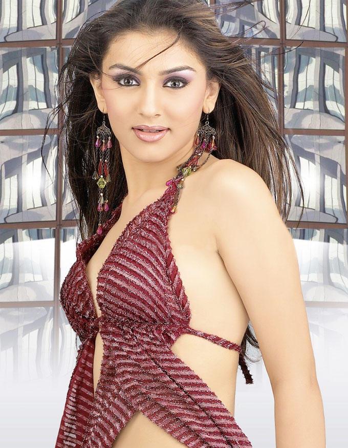 Hansika Motwani Hot Stills in Kandireega Telugu Movie