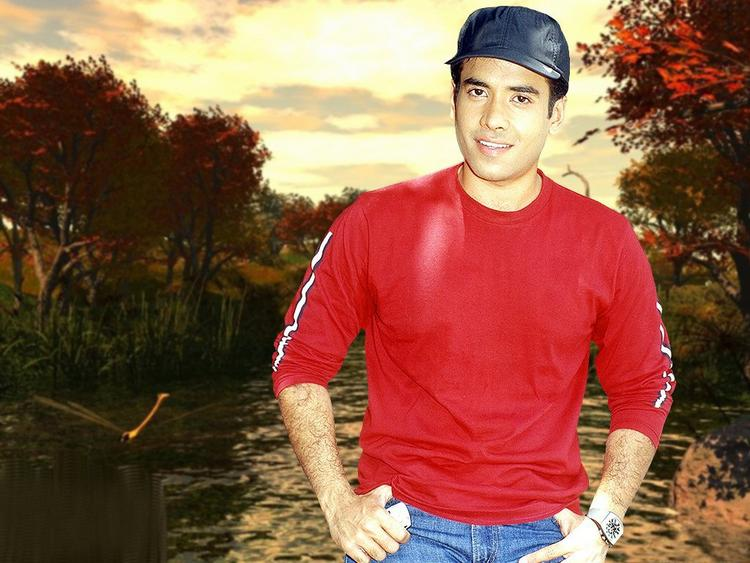 Tusshar Kapoor with cute smile