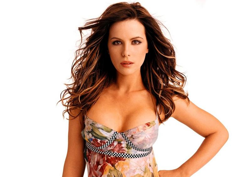 Kate Beckinsale Open Boob Wallpaper