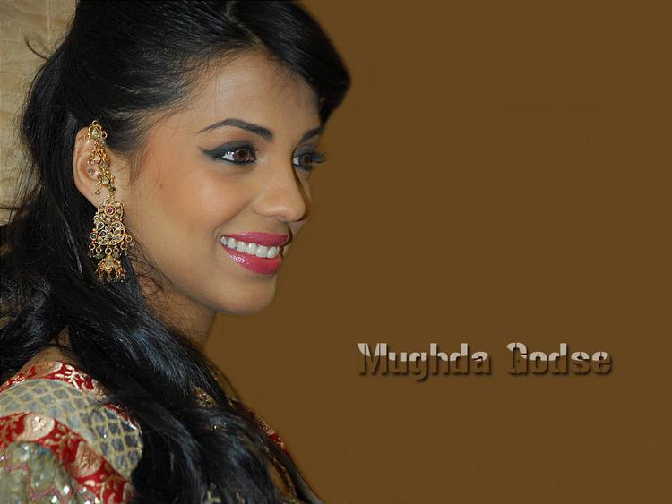 Mugdha Godse Cute Smile Wallpaper