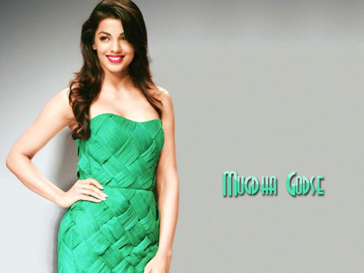 Mugdha Godse Green Sleeveless Dress Wallpaper