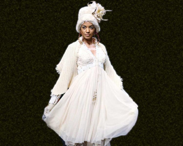 Mugdha Godse Cute Dress Wallpaper