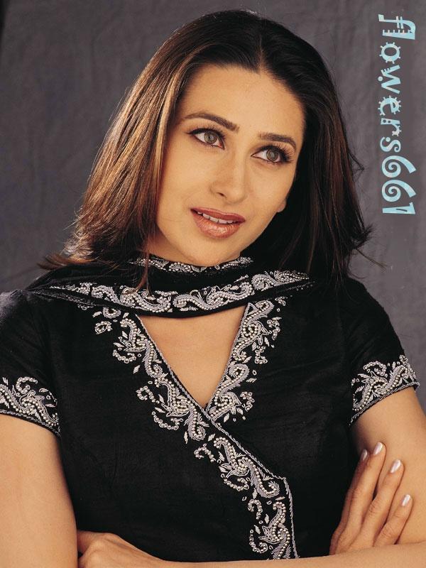 Karishma Kapoor Black Color Dress Wallpaper